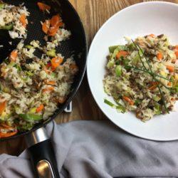 Reispfanne geküsst von Lauch und Hackfleisch