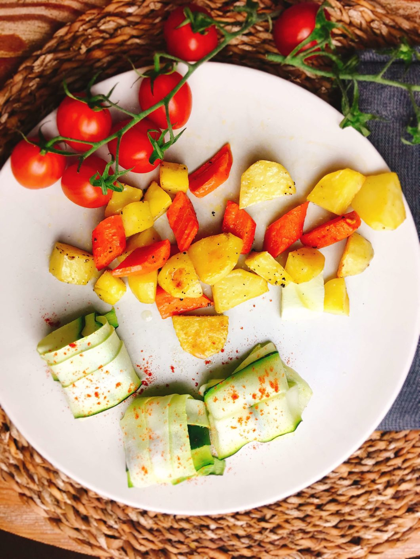 Rezept für Ofengemüse und mit Schafskäse gefüllten Zucchini-Päckchen