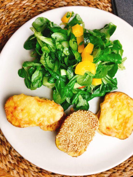 Rezept für überbackene Ofenkartoffeln mit Käse oder Sesam