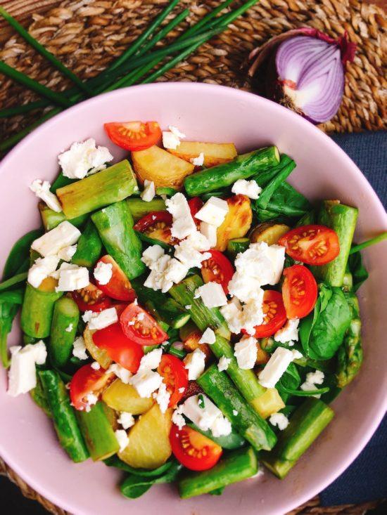 Rezept für einen gesunden Spargelsalat mit Ofenkartoffeln